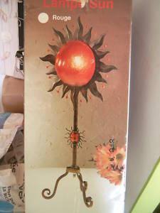 grande lampe en fer forg forme soleil de chez but. Black Bedroom Furniture Sets. Home Design Ideas